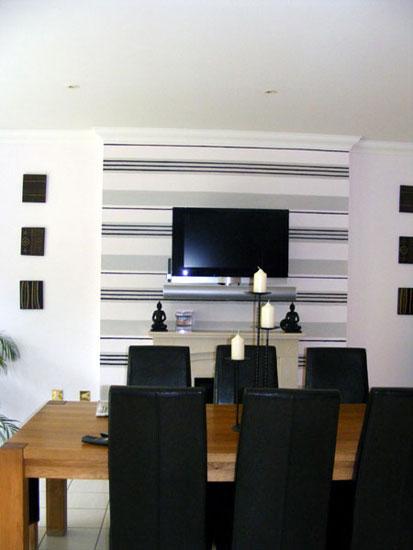 Horizontal stripes can make a room appear bigger